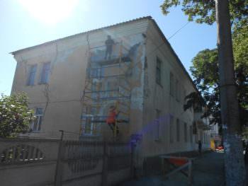 В Изюме ОСМД капитально отремонтирует фасад дома