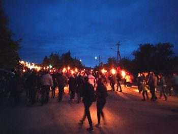 Торжественное шествие к мемориальному комплексу «Кремянец»