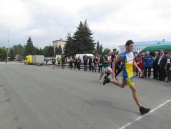 В Изюме прошла легкоатлетическая эстафета ко Дню Победы