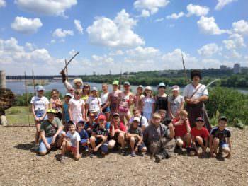 Дети отдыхали в созданных лагерях при заведениях образования