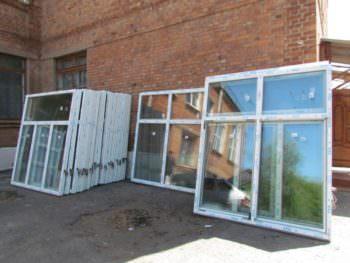 В трех учебных заведениях изюма устанавливают новые металлопластиковые окна