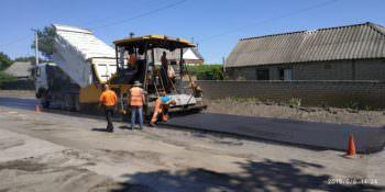Дорогу Изюм-Оскол начали ремонтировать с центра села Оскол