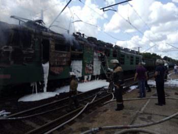 На Харьковщине сгорел электровоз на железной дороге