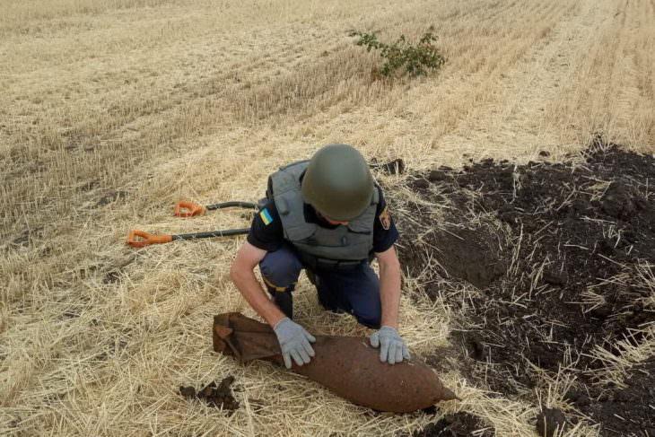 На Изюмщине нашли и ликвидировали фугасную авиабомбу весом 50 кг