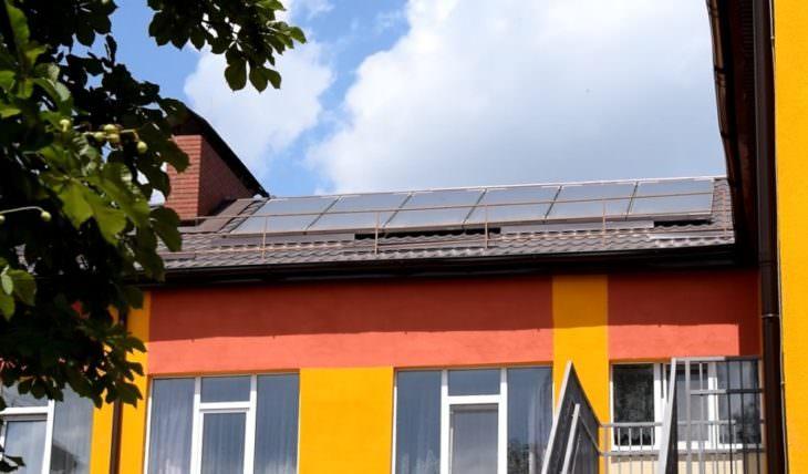 Солнечные батареи и транспортная парковка в детсаду г. Изюм