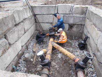 В понедельник возобновят подачу воды в р-н ЖД рынка
