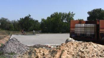 На Изюмщине строят спортивную площадку