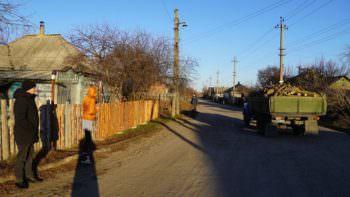 20 семей Изюма получили бесплатно дрова для отопления