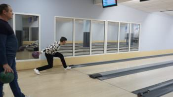 В Изюме прошли соревнования по боулингу