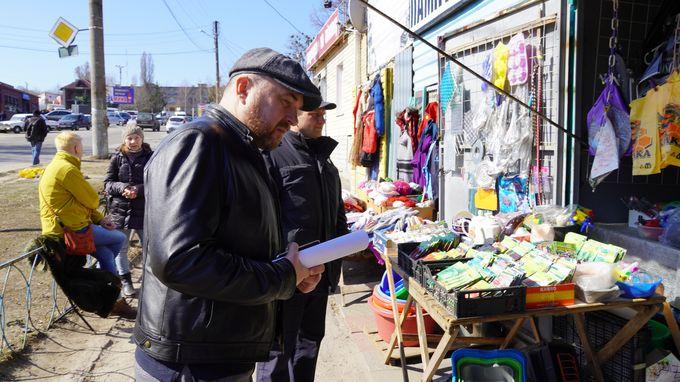 Не все магазины Изюма закрылись на карантин