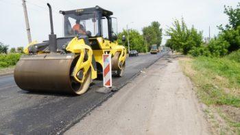 В городе Изюме идет ремонт автомобильной дороги Киев - Харьков - Довжанский