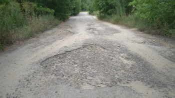 Жители села Диброва в Изюмском районе жалуются на ужасную дорогу