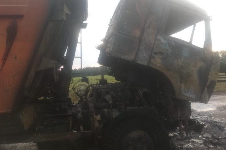 Под Савинцами загорелся грузовик с зерном - фото