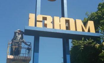 Все названия города Изюм на въездах - украинизировали