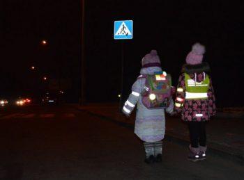 Пешеходы должны использовать светоотражатели - новые ПДД