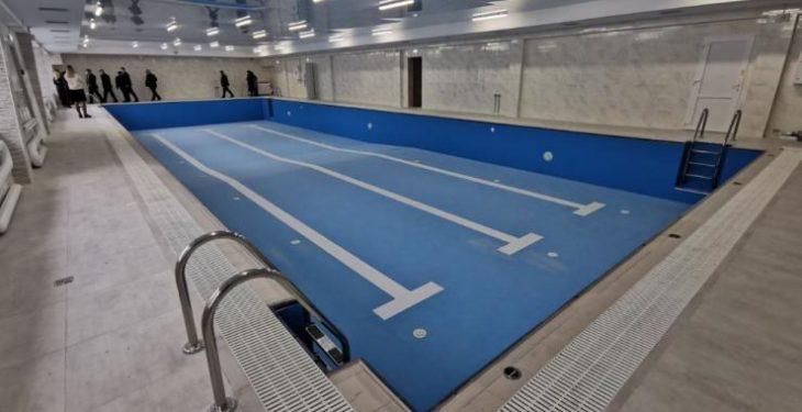 В городе Изюме построили бассейн