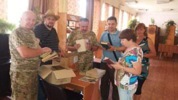 Благотворительная организация передала книги в Изюмскую библиотеку