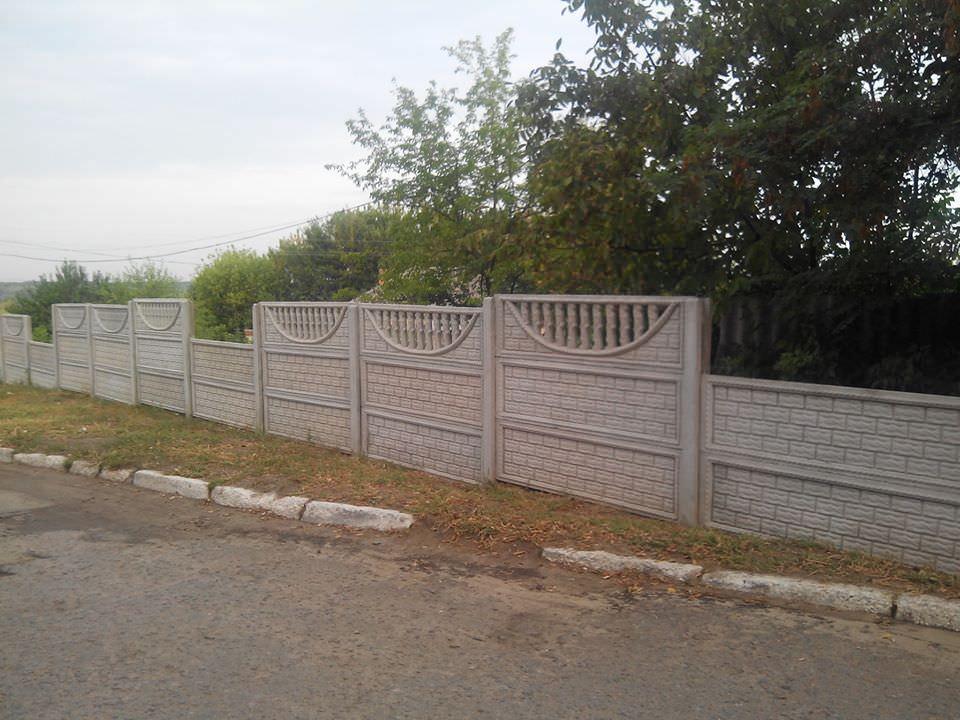 Ограждение вокруг Изюмской ЦГБ повредили