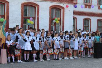 Снова в школу: в Изюме отметили праздник Первого звонка