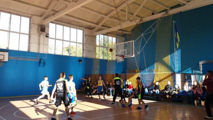 В Изюме прошел турнир по баскетболу памяти В.П.Баклашкина и В.В.Ткаченка