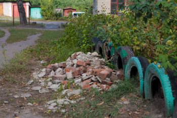 Как и чем ремонтируют многоэтажки Изюма