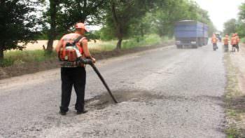 Как ремонтируют дороги на Изюмщине
