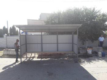 В Изюме установлена еще одна новая автобусная остановка