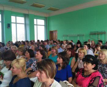 Изюмские педагоги провели конференцию в большом зале исполкома