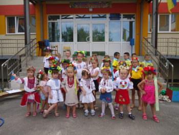 Детишки Изюма отпраздновали День государственного флага Украины