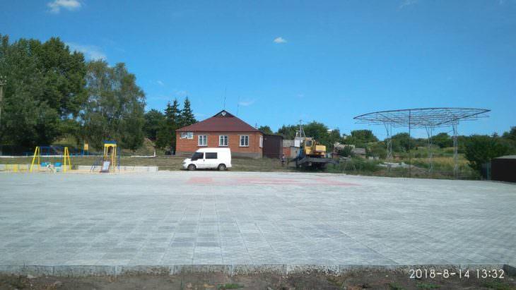 В центре села Капитоловке строят сцену