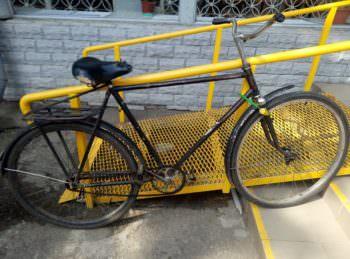 Под Изюмским судом у пенсионера украли велосипед