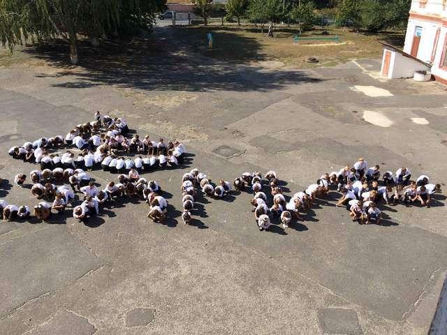 """Вчера в школах Изюма прошел """"День Мира"""""""